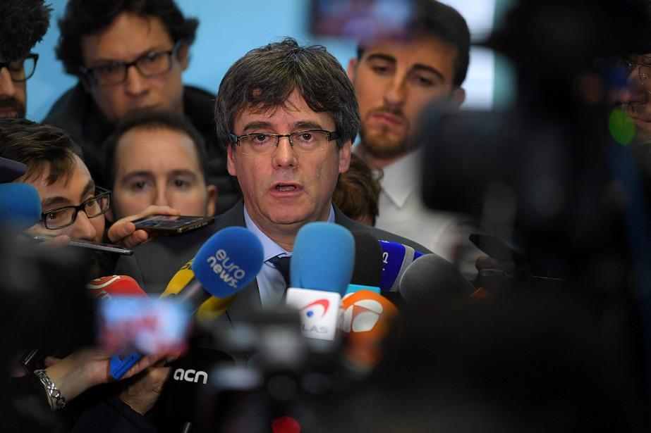 Carles Puigdemont vit actuellement en Belgique tout en... (PHOTO LUC CLAESSEN, ARCHIVES AFP/BELGA)