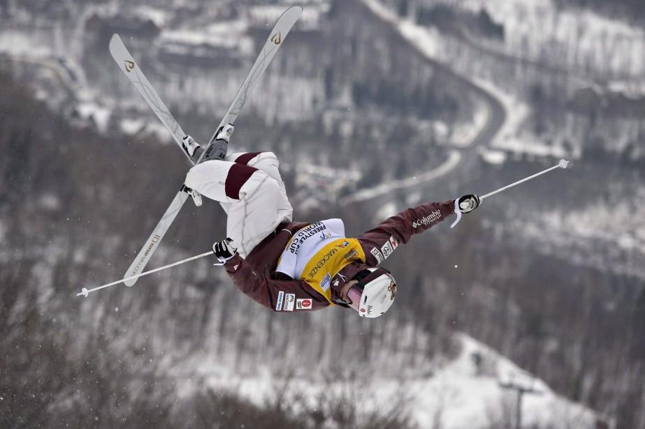 Mikaël Kingsbury en action.... (Photo acques Boissinot, La Presse canadienne)