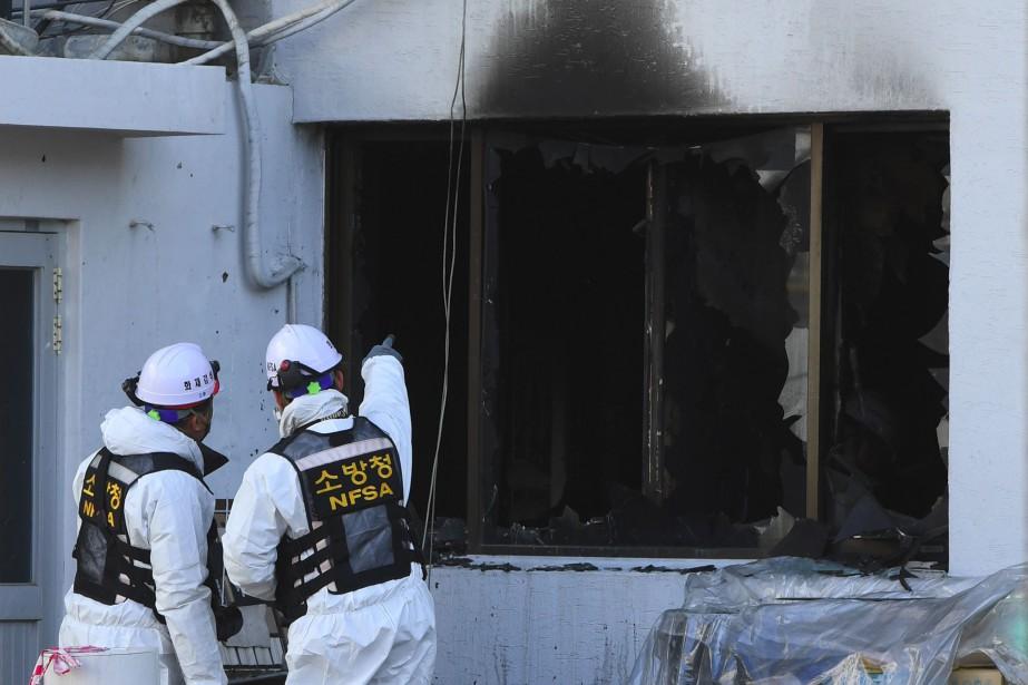L'incendie avait débuté au premier étage, possiblement en... (PHOTO JUNG Yeon-Je, AFP)