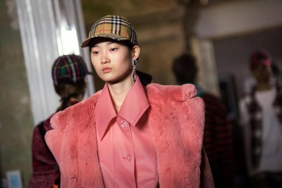 Plusieurs modèles ont défilé à peine ou pas... (Photo Vianney Le Caer, archives Associated Press)