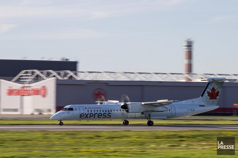 Un avion de la compagnie Air Canada Express.... (Hugo-Sébastien Aubert, archives La Presse)