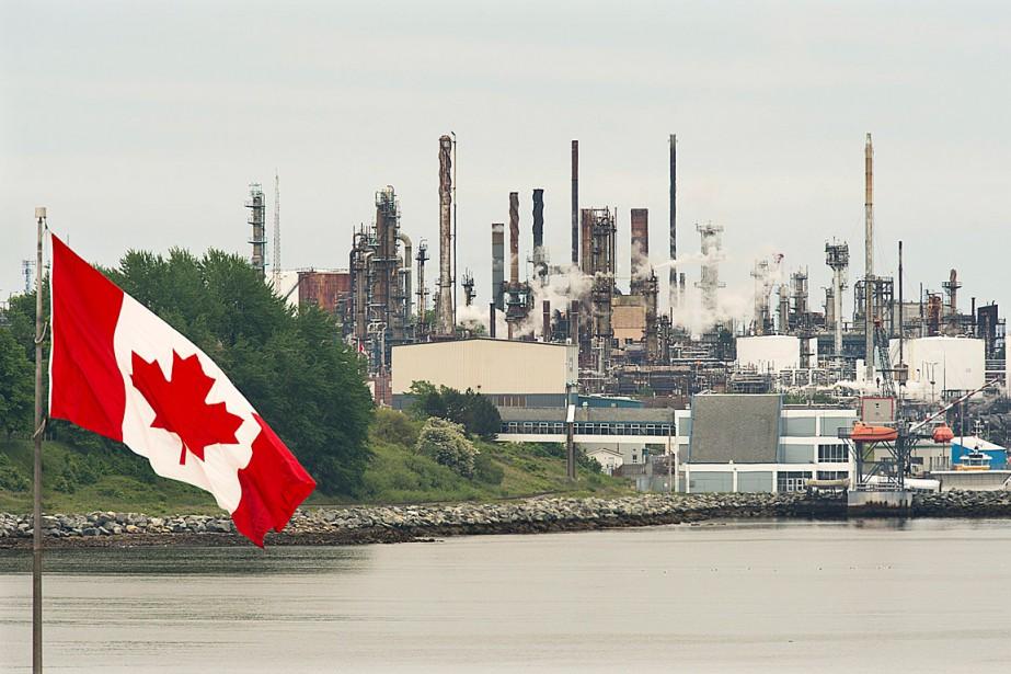 La Pétrolière Impériale a réalisé une perte de... (PHOTO ANDREW VAUGHAN, ARCHIVES LA PRESSE CANADIENNE)