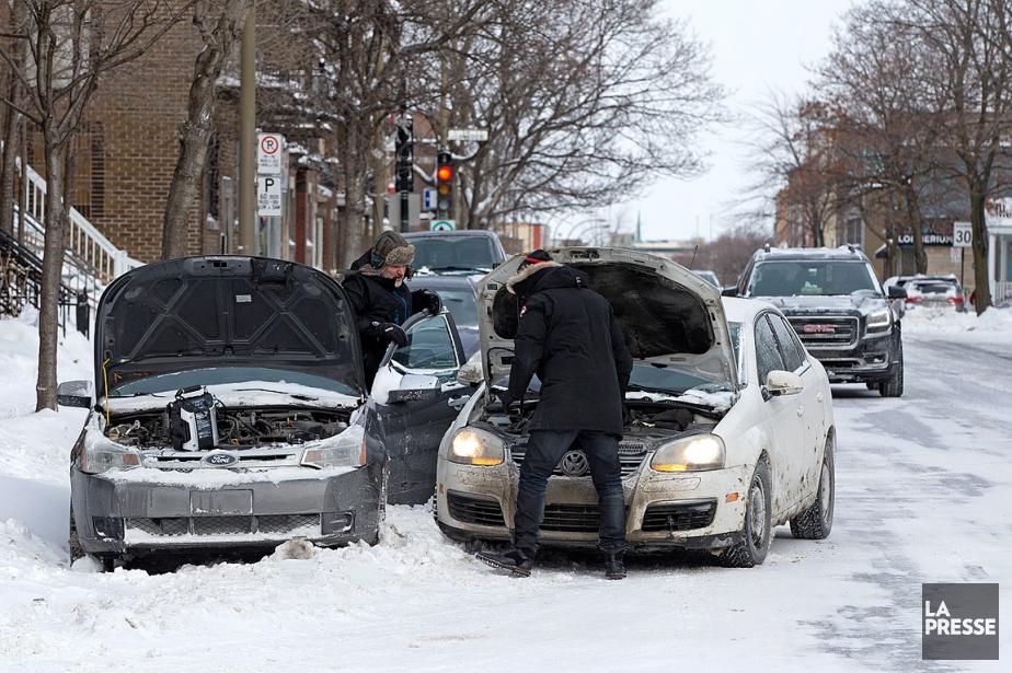 Une voiture a eu besoin d'un survoltage lors... (PHOTO ROBERT SKINNER, ARCHIVES LA PRESSE)