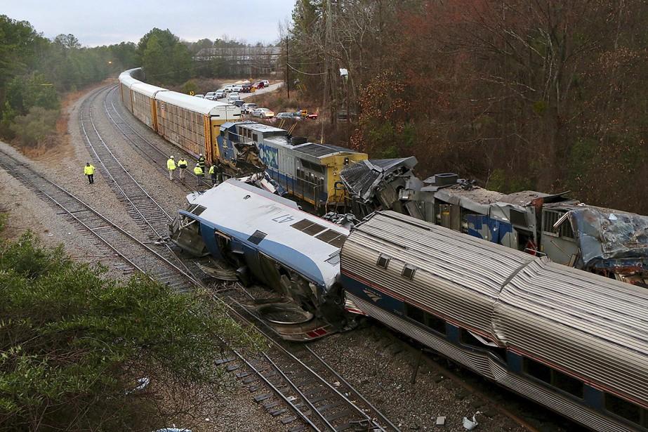 Le train de passagers a percuté un train... (Photo Tim Dominick, The State via AP)