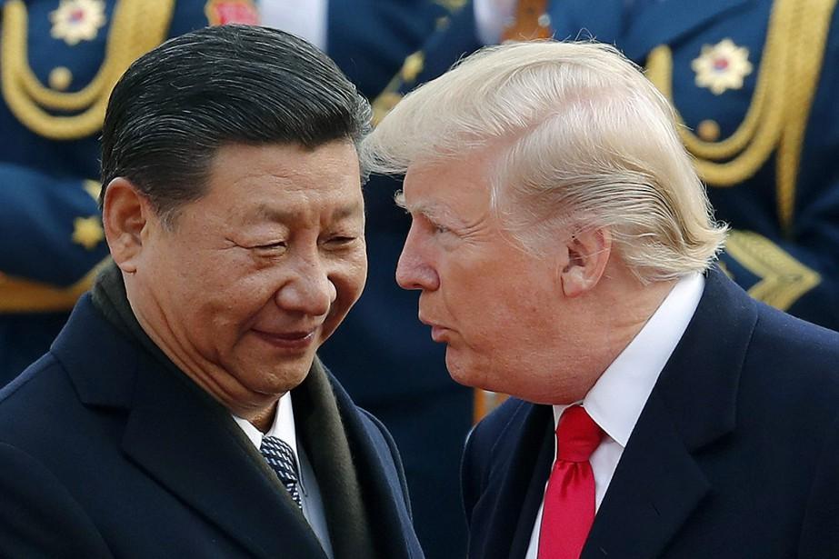 Le président chinois Xi Jinping et son homologue... (Andy Wong, archives AP)