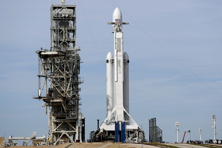 SpaceX affirme que Falcon Heavy «peut lancer deux... (AP)