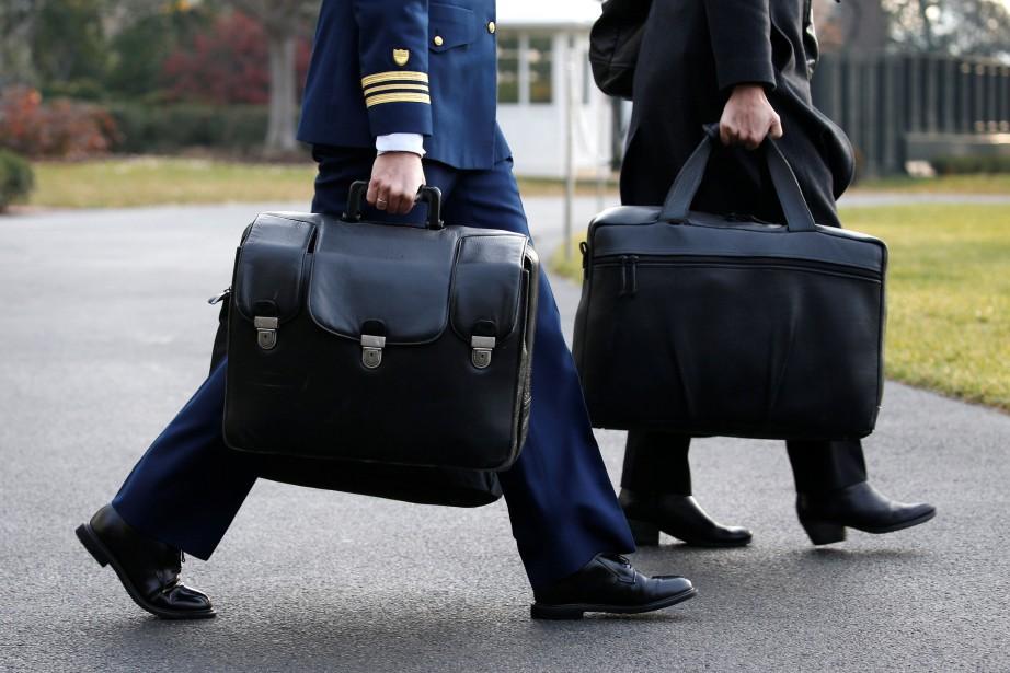 Les sacs contenant les codes nucléaires américains, qui... (PHOTO Jonathan Ernst, archives REUTERS)