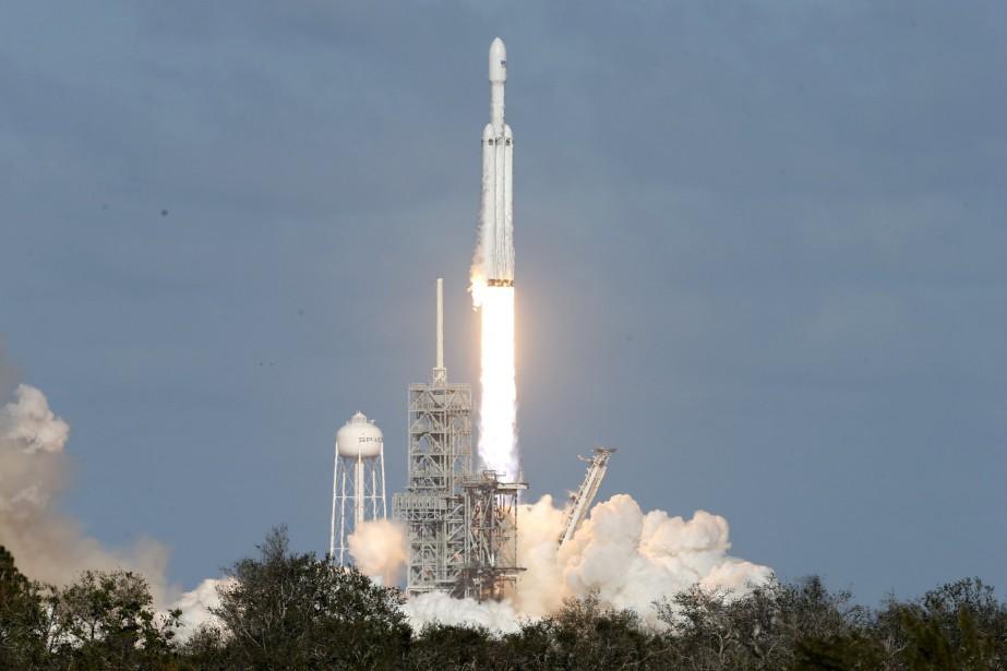 Le décollage de lafusée Falcon Heavyà Cap Canaveral,... (Photo Joe Skipper, Reuters)