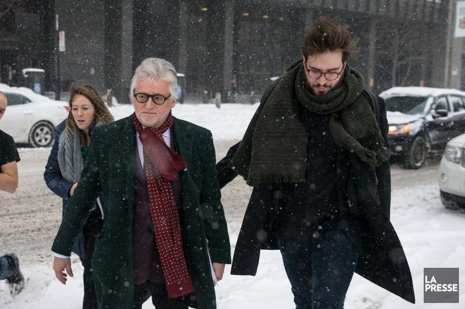 Gilbert Rozon (à gauche) à sa sortie du... (Photo Martin Chamberland, La Presse)