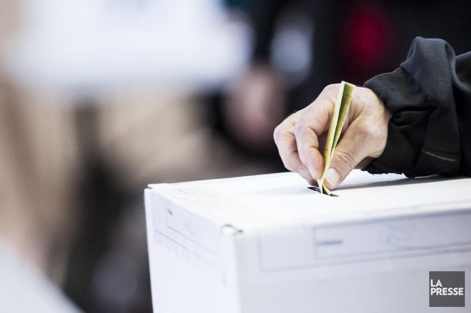 Un collectif associé au Mouvement démocratie nouvellerappelle aux... (Photo EDOUARD PLANTE-FRÉCHETTE, La Presse)