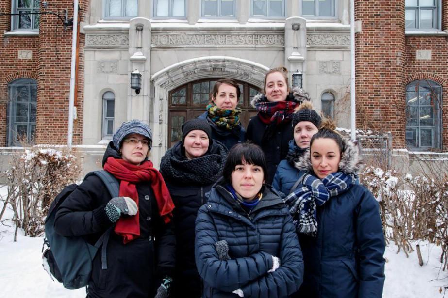 Des enseignantes en classes spéciales de l'école Iona... (Photo Alain Roberge, La Presse)