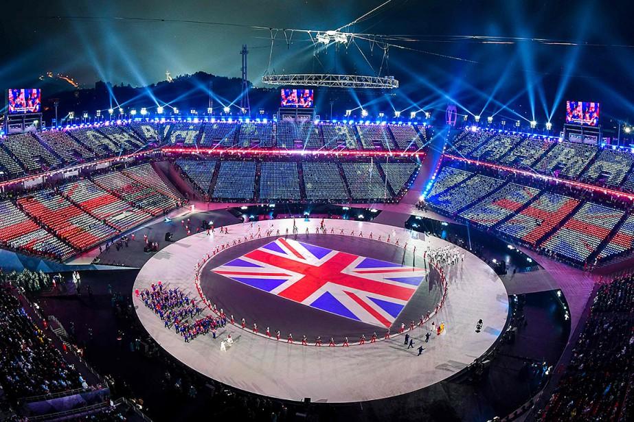 Le drapeau de la Grande-Bretagne apparaît au sol alors que la délégation de ce pays parade. | 9 février 2018