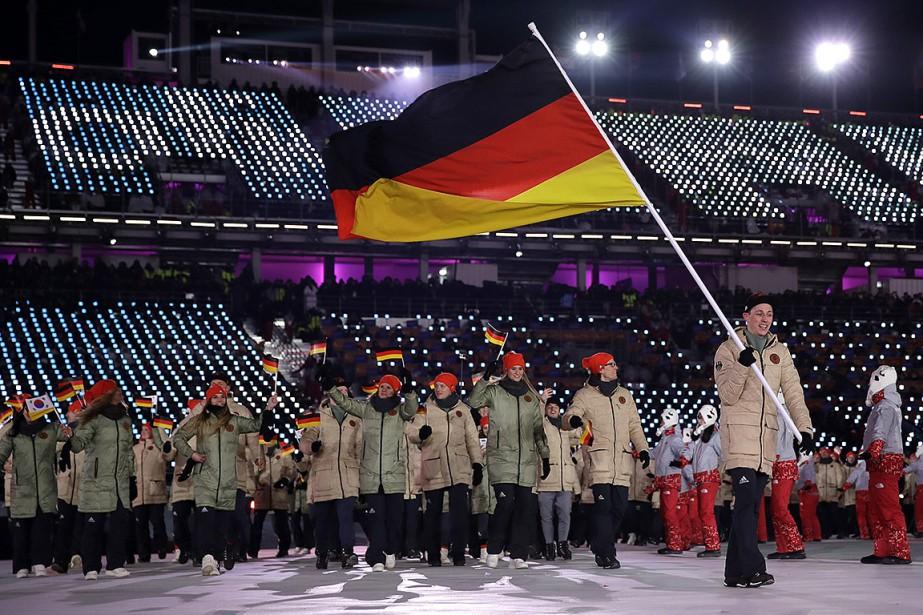 Eric Frenzel est le porte-drapeau de la délégation de l'Allemagne. | 9 février 2018