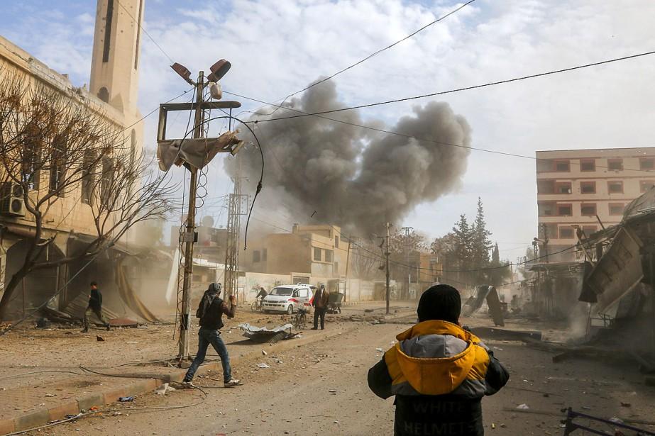 Après un bref répit, les bombardements ont visé... (PHOTO ABDULMONAM EASSA, AGENCE FRANCE-PRESSE)