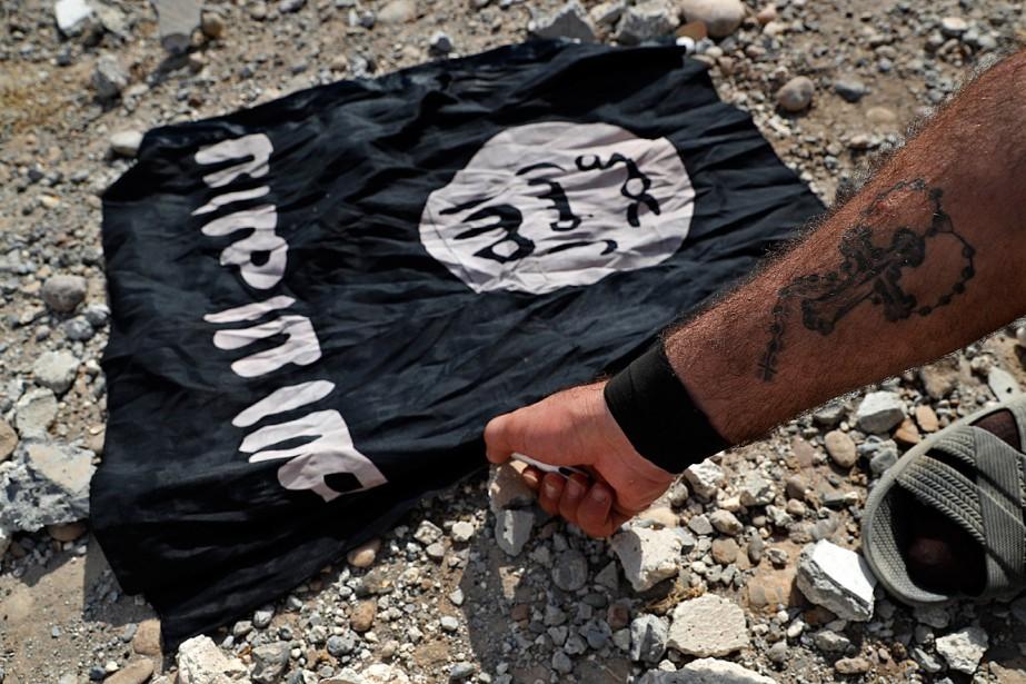 Un combattant d'une milice syrienne chrétienne s'apprête à... (PHOTO HUSSEIN MALLA, ARCHIVES ASSOCIATED PRESS)