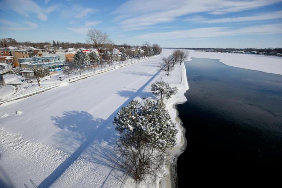 Le niveau d'eau du lac Saint-Louis, à l'ouest... (PHOTO DAVID BOILY, LA PRESSE)