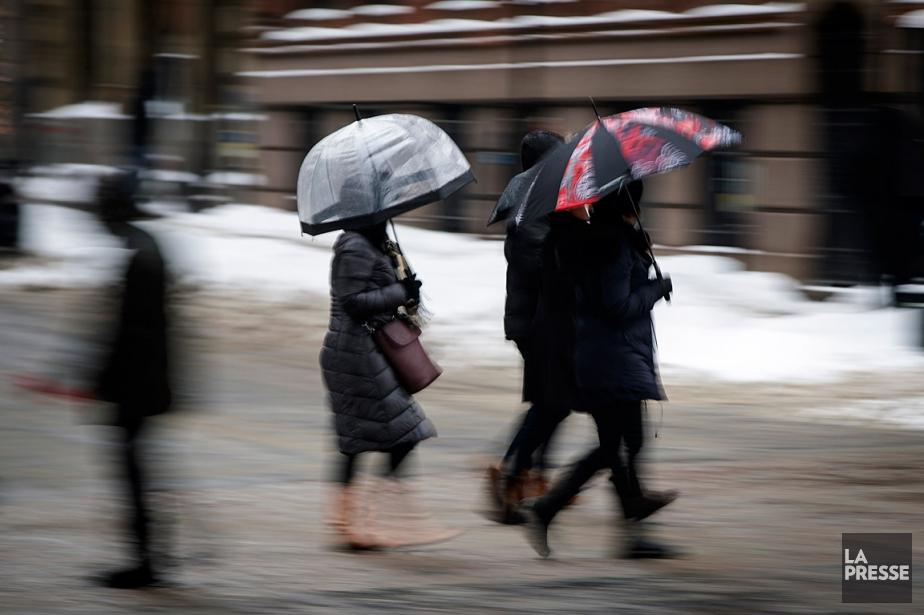 Environnement Canada a émis un avertissement de pluie... (PHOTO OLIVIER JEAN, LA PRESSE)