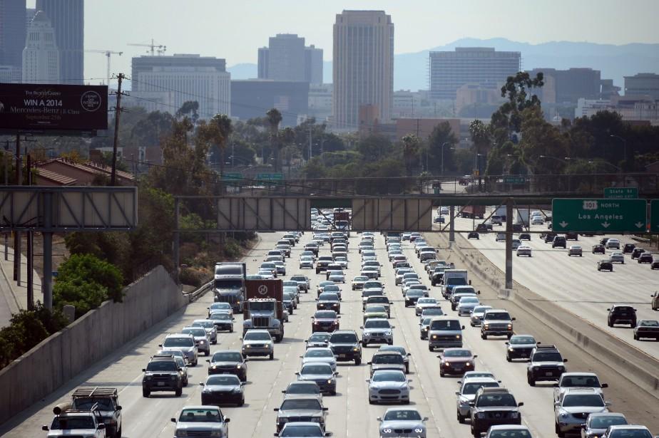 Les embouteillages, qui pèsent notamment sur le secteur... (ARCHIVES AFP)