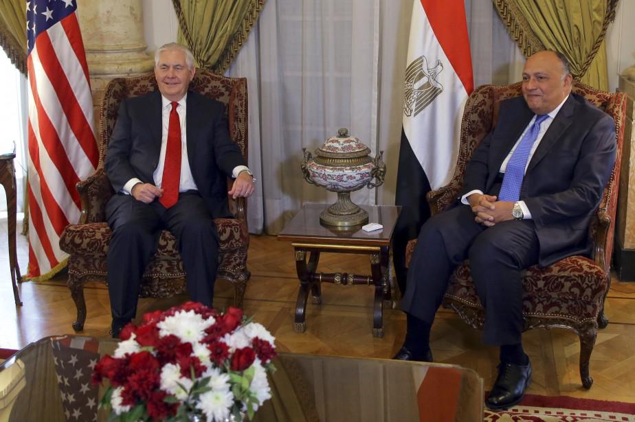 Le secrétaire d'État américain Rex Tillerson et son... (AP)