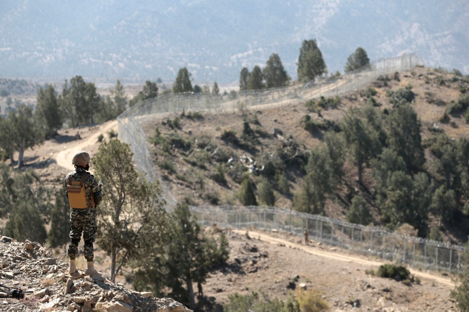 Un soldat monte la garde dans la région... (PHOTO REUTERS)