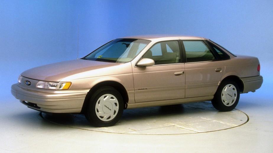 Sa pire voiture -  Une Ford Taurus 1998 louée à 50 $ par mois chez Rent-A-Wreck. | 12 février 2018