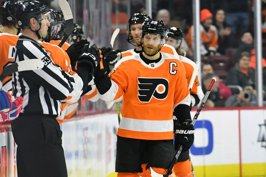 Claude Giroux célèbre un but inscrit contre le... (PHOTO REUTERS)