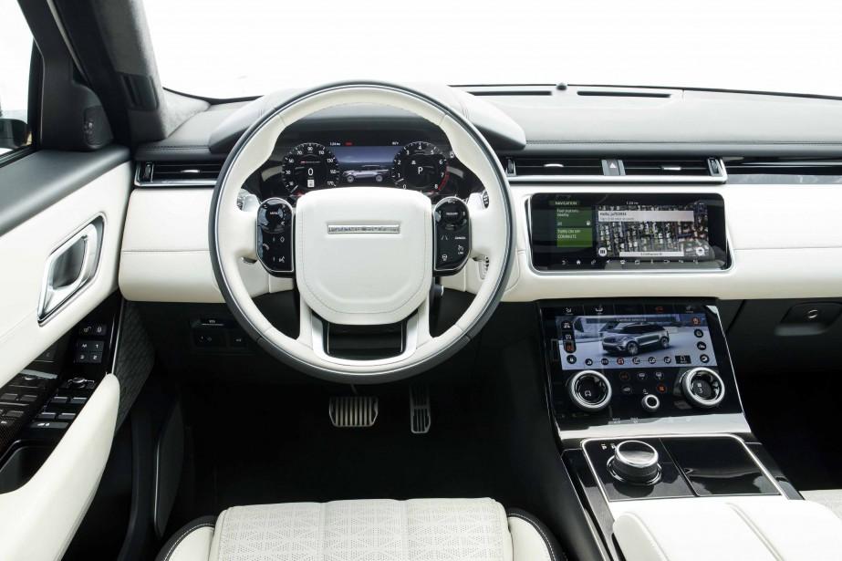Plutôt chargée, la présentation intérieure a visiblement puisé une partie de son inspiration du côté de chez Tesla et Volvo. (La Presse)