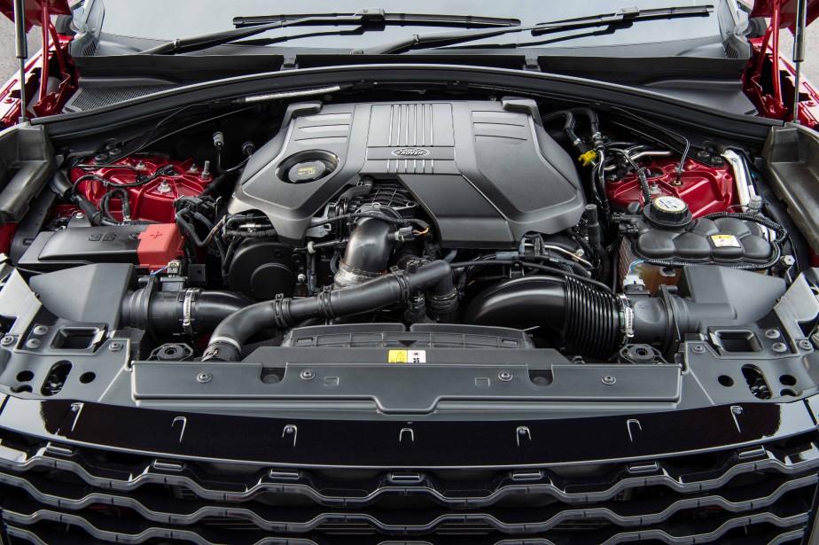 Le quatre-cylindres de série du Range Rover Velar développe 247 chevaux. ()