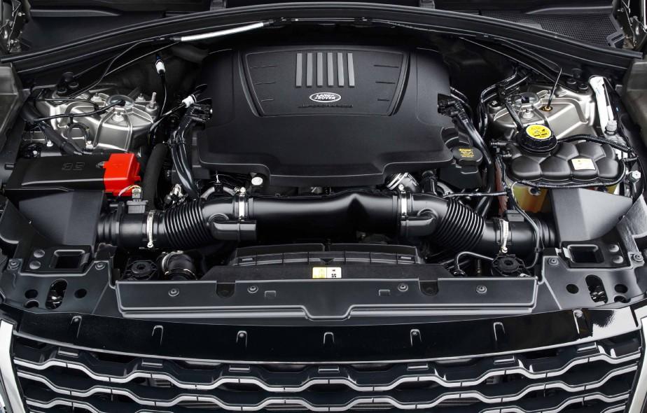 Le V6 à essence suralimenté --optionnel-- du Range Rover Velar 2018 produit 380 chevaux. (La Presse)