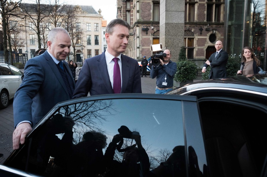 La démission de Halbe Zijlstraest le premier scandale... (PHOTO AFP)