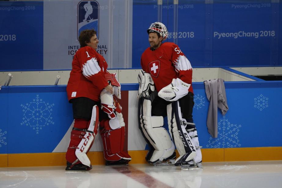 Les gardiens Jonas Hiller (à gauche) et Tobias... (Photo Brian Snyder, Reuters)