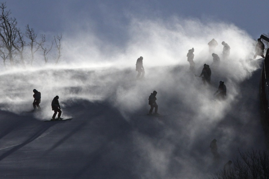 Après l'annulation dimanche de la descente hommes puis... (Photo Christophe Ena, Associated Press)
