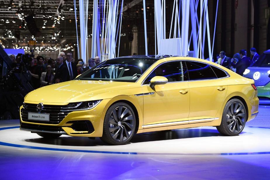 L'Arteon (en configuration européenne) lors de son dévoilement mondial au Salon de l'auto de Genève le 17 mars 2017.   | 14 février 2018