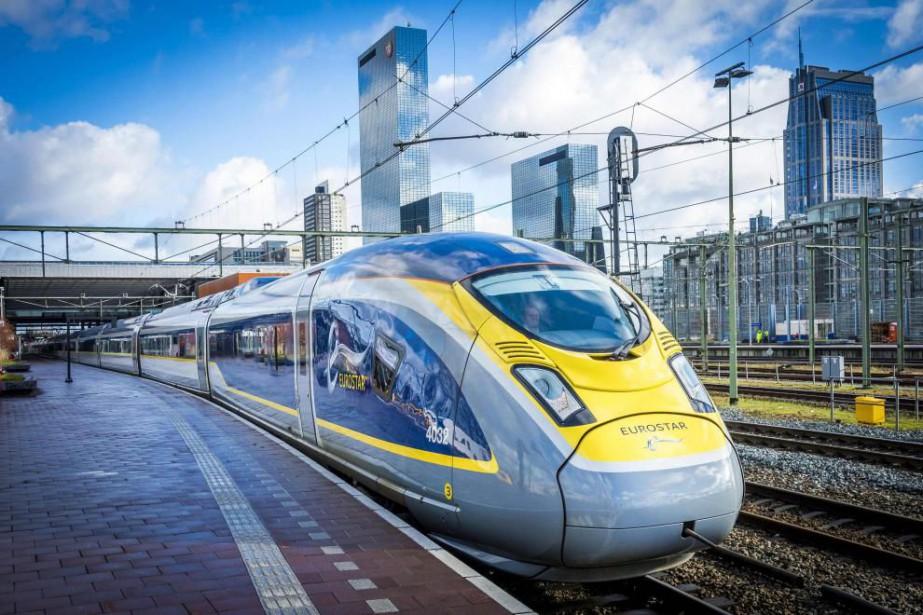 Le train Eurostar arrive à la station centrale... (PHOTO AGENCE FRANCE-PRESSE)