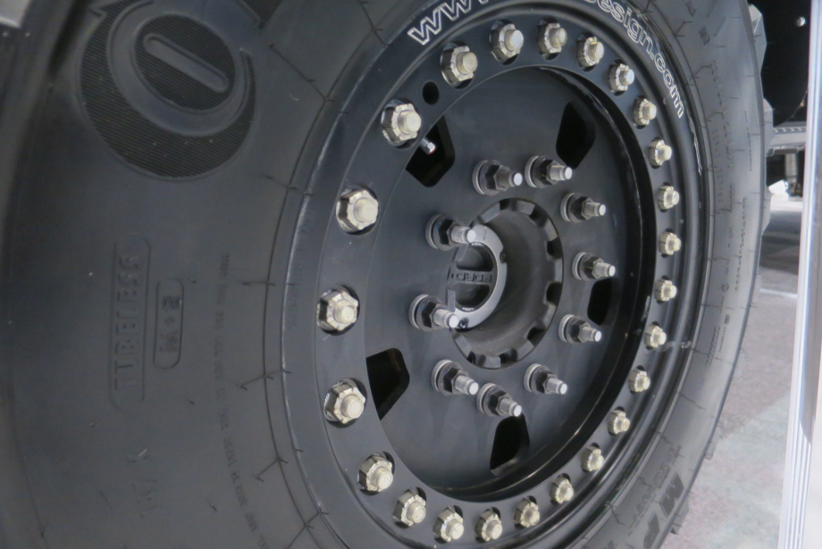 Le véhicule d'intervention d'urgence Ford F-5502018 de Skeeter Brush Trucks, a pas moins de 34 boulons par roue. | 14 février 2018