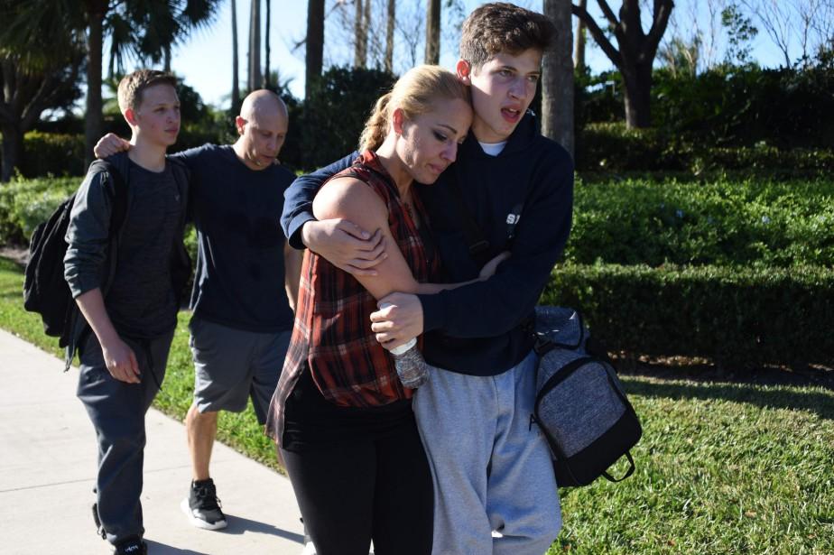 Les étudiants étaient ébranlés à leur sortie de... (Photo Michele Eve Sandberg, Agence France-Presse)