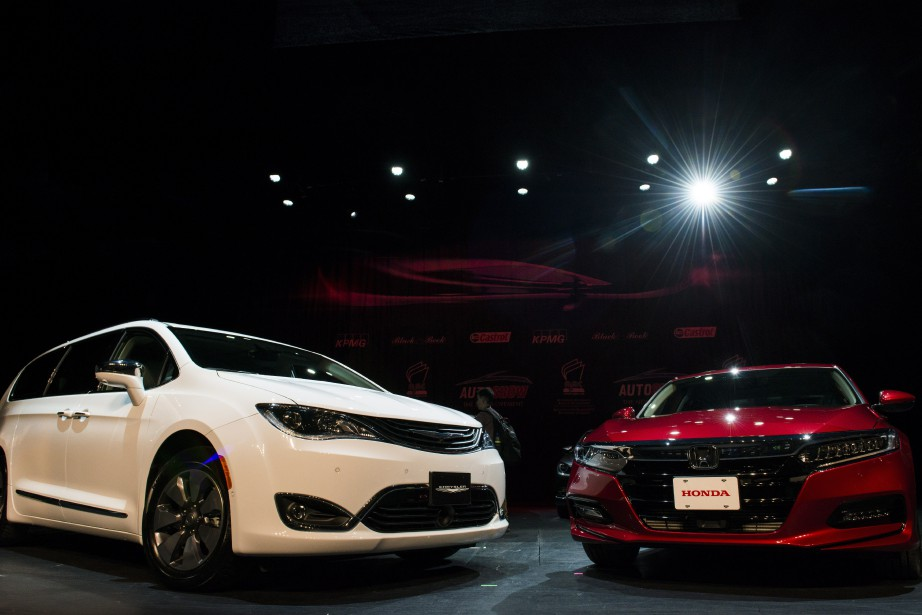 La Chrysler Pacifica (à g.) et la Honda... (Photo presse canadienne)