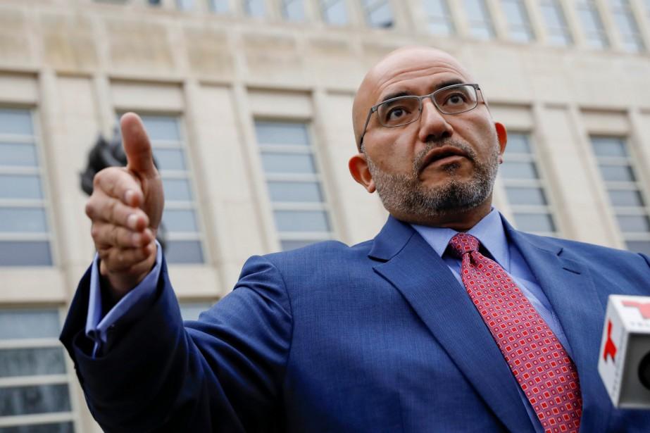 L'avocat de Joaquin Guzman, Eduardo Balarezo, s'exprime devant... (REUTERS)