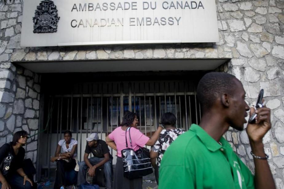 Une douzaine d'employés locaux de l'ambassade du Canada... (PHOTO MARCO DORMINO, ARCHIVES AGENCE FRANCE-PRESSE)