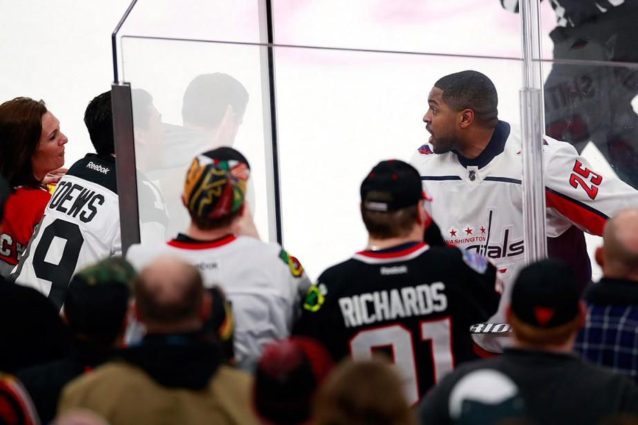 Des partisans des Blackhawks de Chicago ont scandé... (PHOTO JEFF HAYNES, ASSOCIATED PRESS)