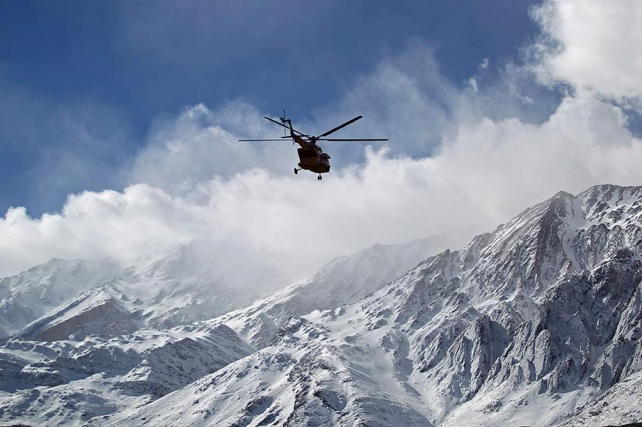 Selon la télévision d'État, quatre hélicoptères déployés à... (PHOTO MORTEZA SALEHI, TASNIM NEWS VIA AFP)
