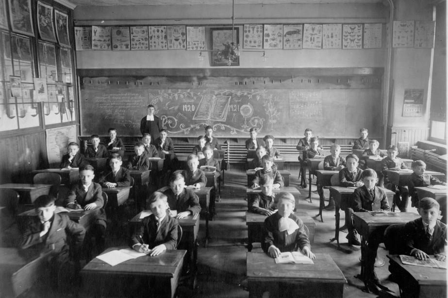 Les anciens préceptes pédagogiques professaient que c'est en... (Photo Archives des Frères des écoles chrétiennes)