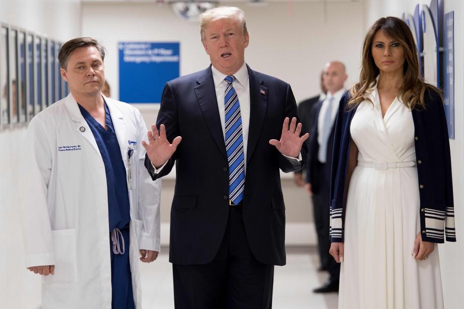 Donald Trump et sa femme Melania ont visité... (PHOTO AFP)