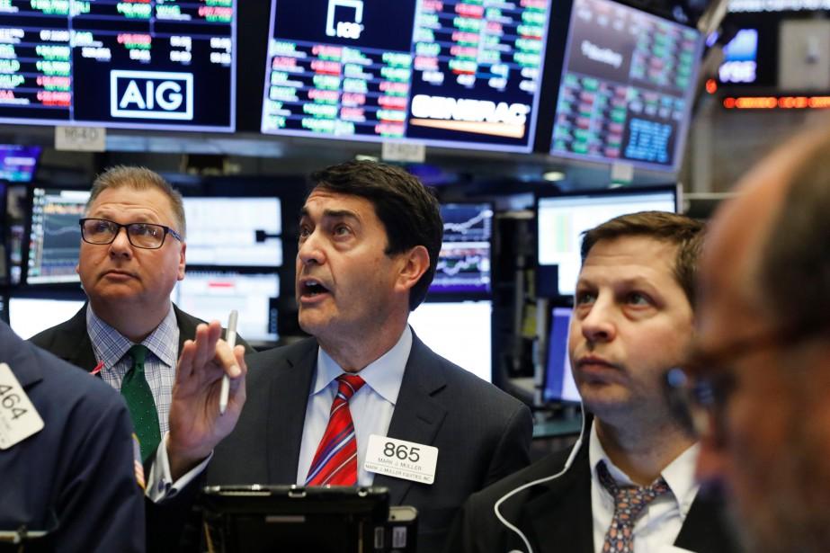 Le NASDAQ, à forte coloration technologique, a cédé... (REUTERS)