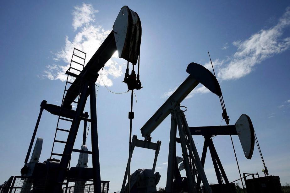 Les cours du pétrole cotés à New York et... (PHOTO ARCHIVES LA PRESSE CANADIENNE)