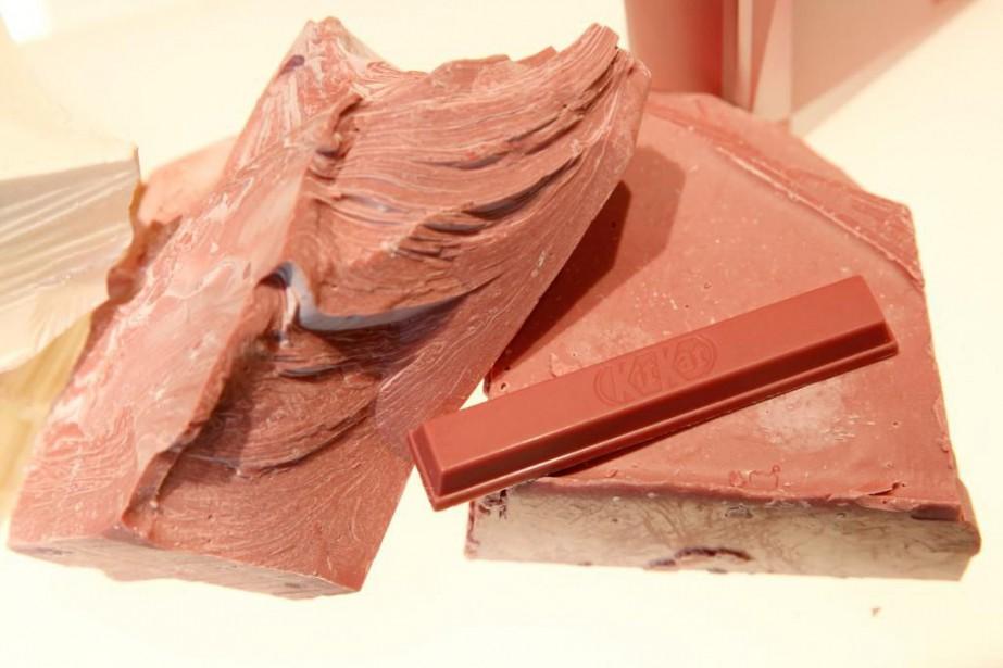 Une Kit Kat au chocolat rose.... (Photo Kim Kyung-Hoon, REUTERS)