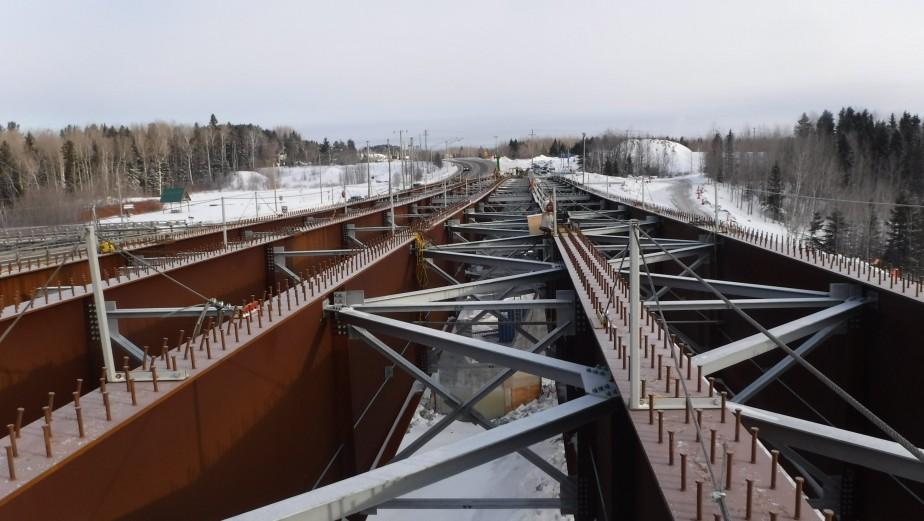 La charpente métallique du futur pont au-dessus de la rivière Mistassini. | 21 février 2018