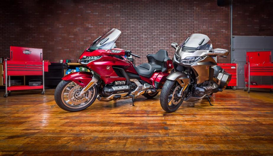 <strong>Essayez les motos -</strong> Ces questions figurent parmi les plus fréquentes chez les acheteurs moins expérimentés:un modèle est-il trop lourd ou trop haut, un style de moto est-il approprié ce qu'on veut en faire? Un salon ne permet pas de tester une moto sur la route, mais on en découvre beaucoup juste en s'asseyant simplement sur les modèles qui sont sur place. Et on peut comparer tous les modèles présents. (Photo : Honda)