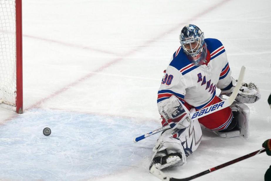 Henrik Lundqvist, 36 ans la saison prochaine, attend... (Photo Craig Lassig, Associated Press)