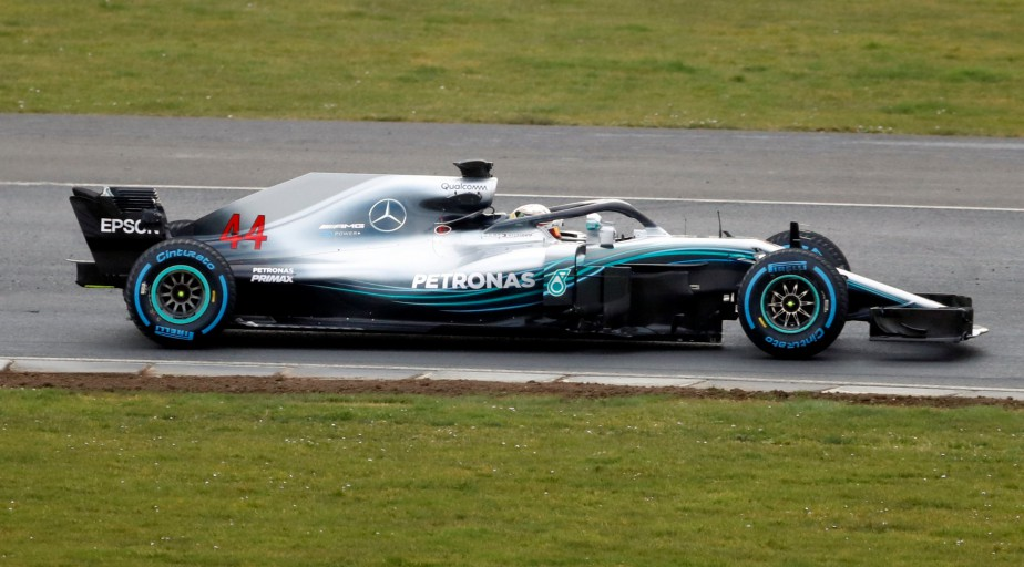 Lewis Hamiltonau volant de la nouvelle W09 EQ Power+ sur le circuit de Silverstone, en Angleterre. | 22 février 2018